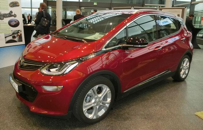 ベンツ・BMW・VWも本音では「EV本格普及はいまだ不透明」と見る