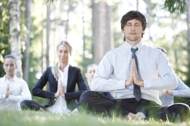 『最高の休息法』<br />瞑想が科学的検証をともなって日本へ逆輸入?「マインドフルネス」が疲れた脳を癒す