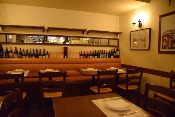 「ロッツォシチリア(ROZZO SICILIA)」の店内