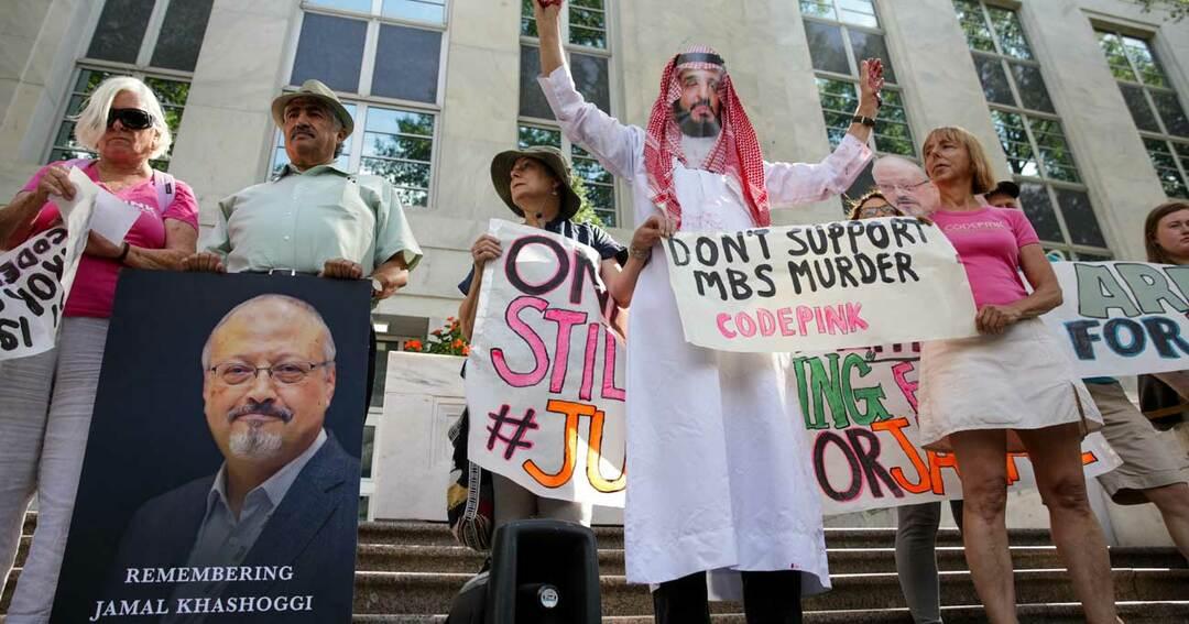 カショギ氏が殺害されて1年。ワシントンのサウジアラビア大使館前に集まった人たち