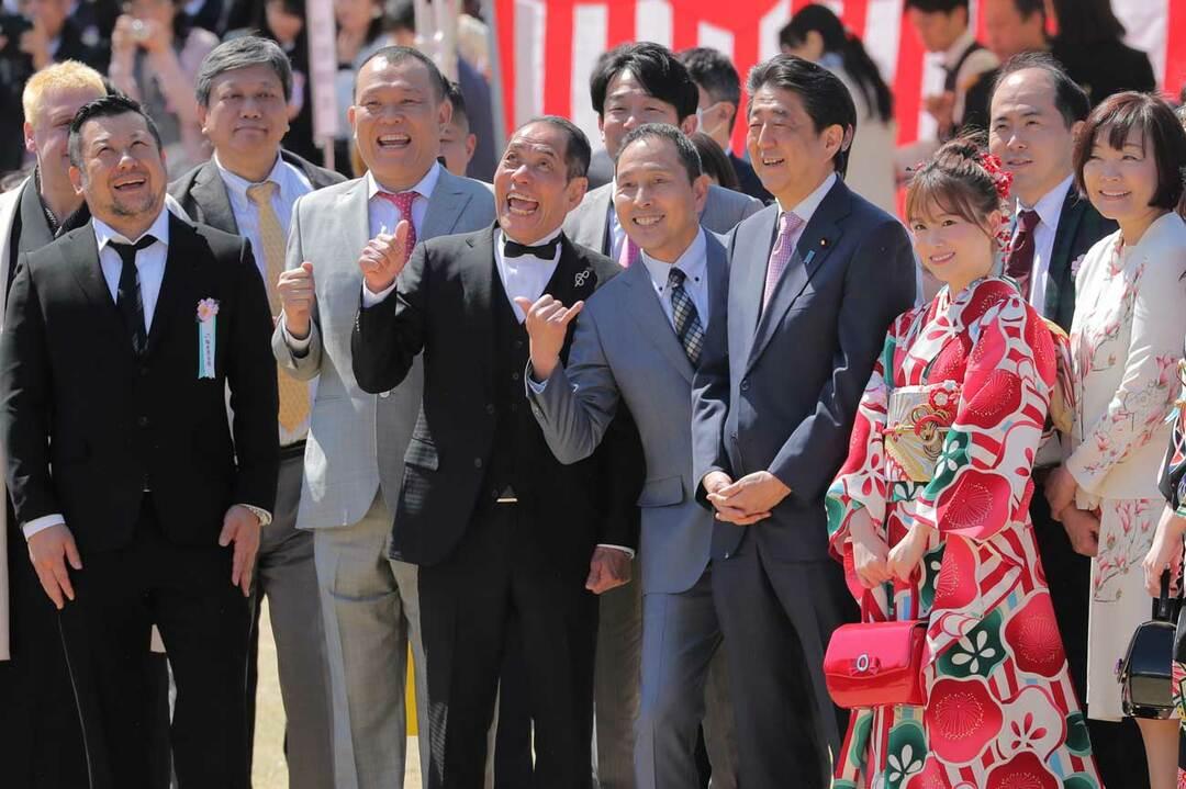 桜を見る会の参加者と安倍首相