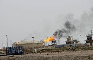 原油価格の低迷がもたらす<br />物価下落と需要減退の不安