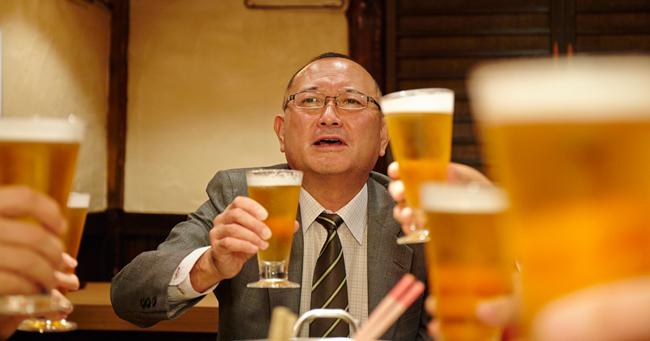 定年後に自分を見失わない人が、半月に一度は友人と酒を飲んでいる理由