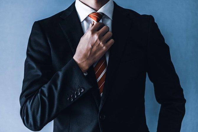 「上司に相応しい貫禄」を出せる!紺無地スーツの着こなし術