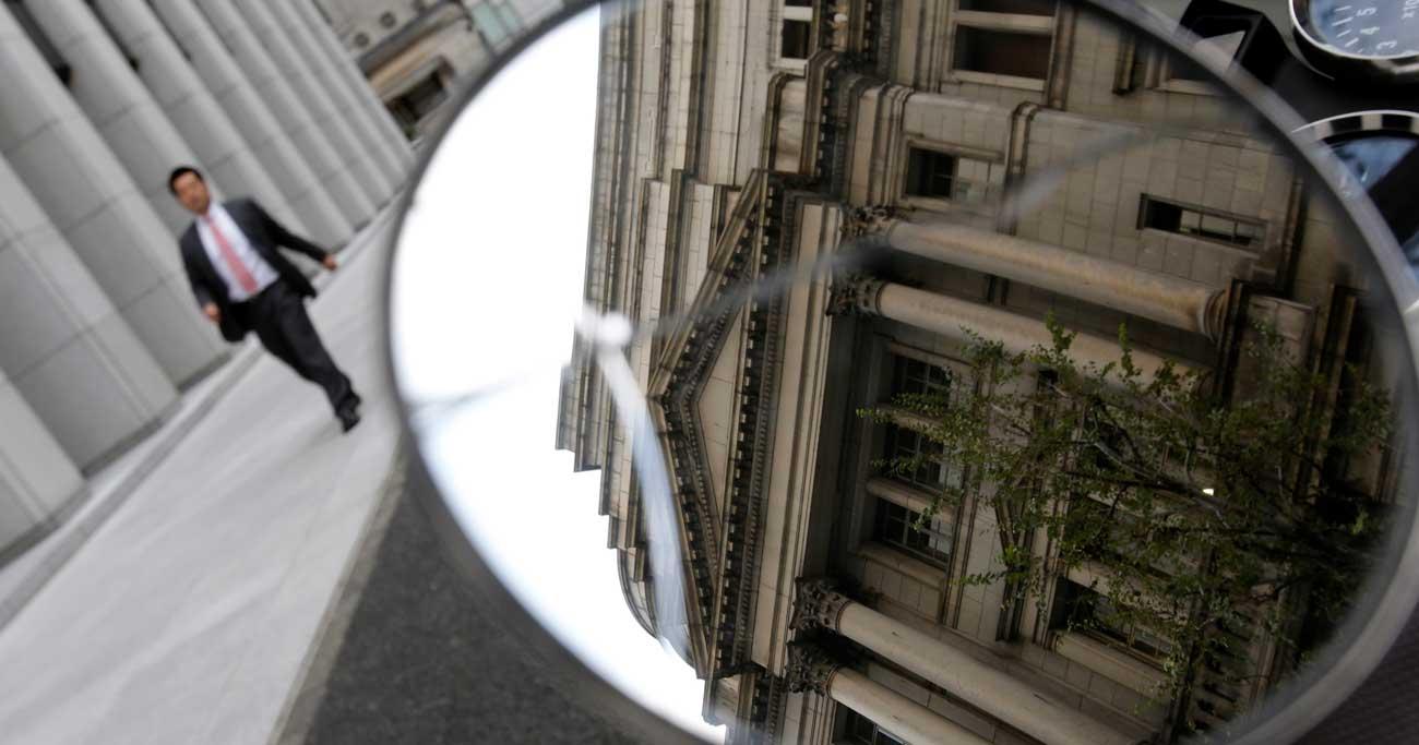 日銀のオペ減額、増額への「準備運動」との見方も