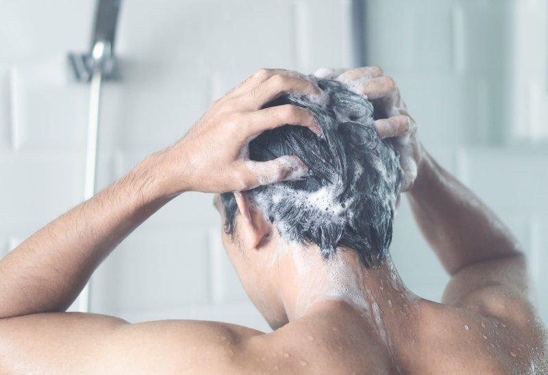 """""""薄毛が心配な人""""必見! 育毛のプロが教える「髪を元気にする習慣No1」とは?"""