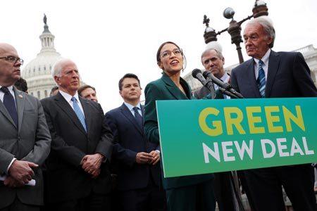 温暖化対策の1つである「グリーン・ニューディール」を訴える米議員ら