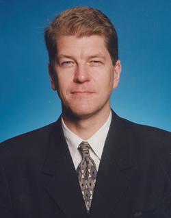 暴露を続けるスノーデン容疑者は<br />裏切り者か、ヒーローか!<br />――ニューアメリカ財団シニアフェロー <br />スティーブン・クレモンス氏に聞く