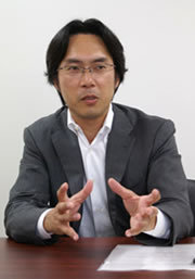 野坂英吾氏