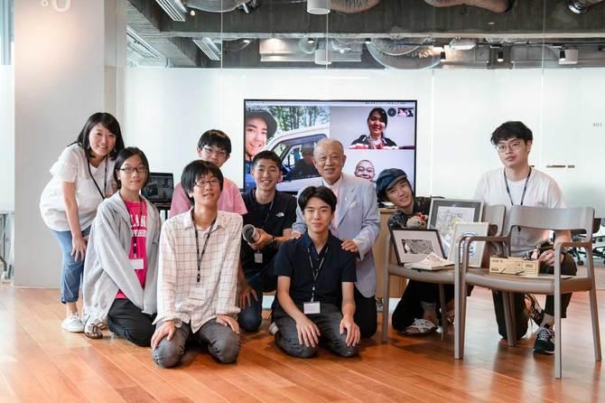 東京財団の笹川陽平会長とROCKETスカラーたち