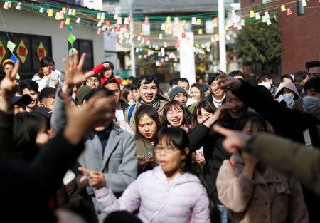 ベトナムの正月を祝う人たち