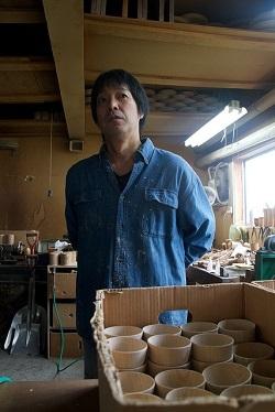 """外国人を""""アート""""""""魔法""""だと驚かせた<br />紙のように薄い「木のコップ」を生み出す日本の職人"""