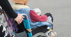 年収1200万円から路上生活へ、介護離職で転落した男性