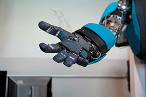 ロボットと人間が対立せず、<br />楽しく共生できる社会づくりとは?
