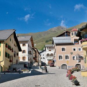 鉄道で700kmを巡るグランドトレインツアー【スイス編 vol.06】エンガディン地方の村で散策