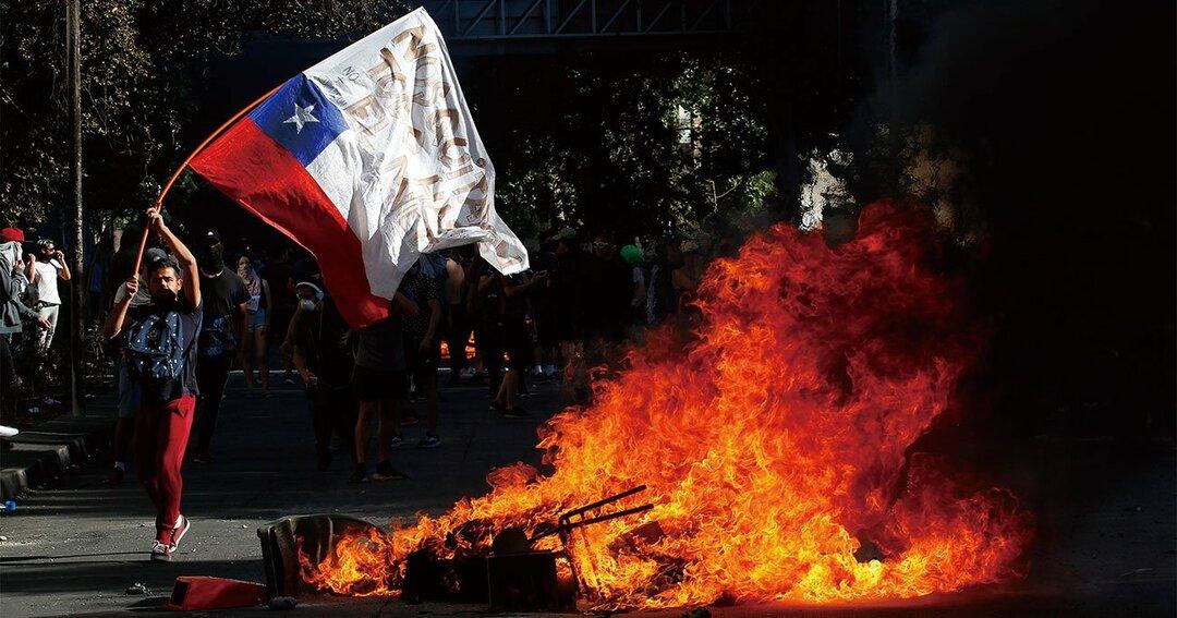 チリ地下鉄運賃値上げデモ