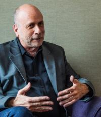 アップルの根底にある「シンプリシティ」<br />間近で見たスティーブ・ジョブズの実像<br />――クリエイティブ・ディレクター <br />ケン・シーガル氏インタビュー