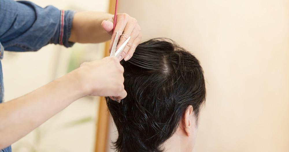 8割の美容師が悶絶「40代男性客の頭がクサイ」