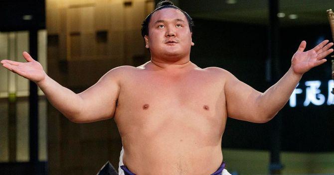 白鵬にモンゴルを捨てさせる相撲...