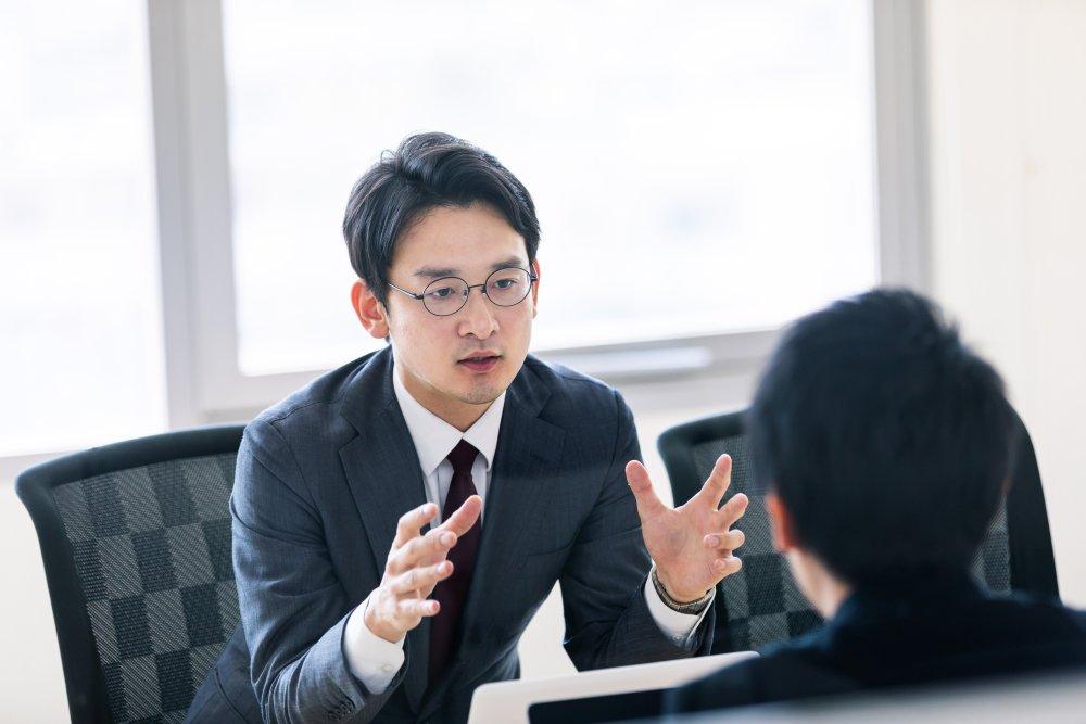 『「よそ者リーダー」の教科書』著者の吉野哲氏による、コンサルタントを入れる際に、リーダーが注意したいこととは
