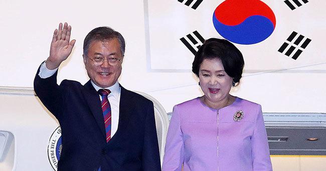 文在寅大統領と金正淑夫人