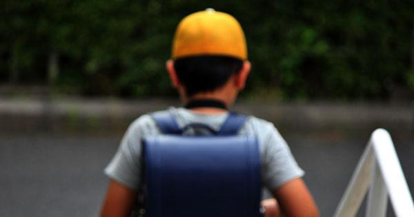学校で「香害」に晒される子供たち、授業は校庭の片隅で