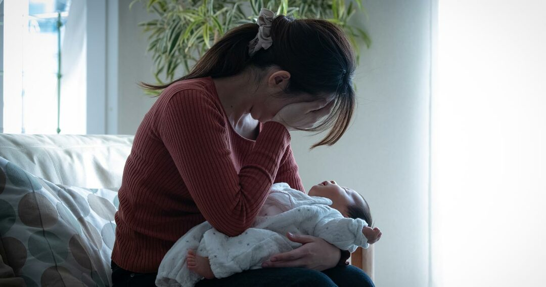 産後うつの女性