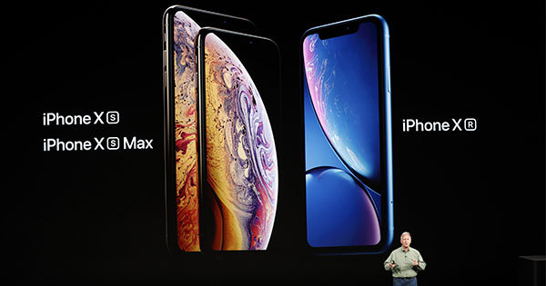 新型iPhoneと腕時計型端末Apple Watchの新製品を発表