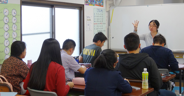 「貧困の下」に陥りかねない外国人の子どもたち、急がれる教育支援