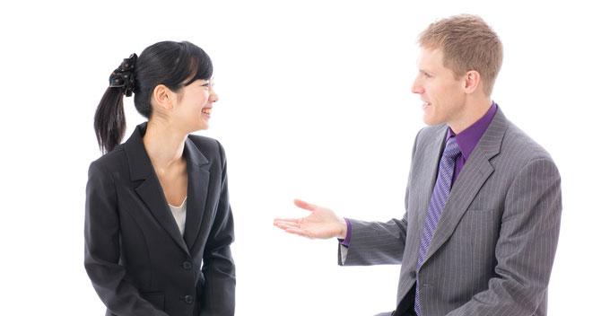 「何でも質問してください」をビジネスシーンで英語で言うには?