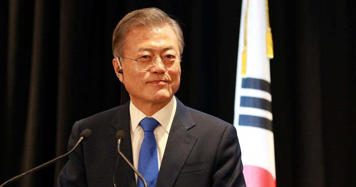 韓国・文政権の支持率低下、2019年は八方ふさがりの年になる