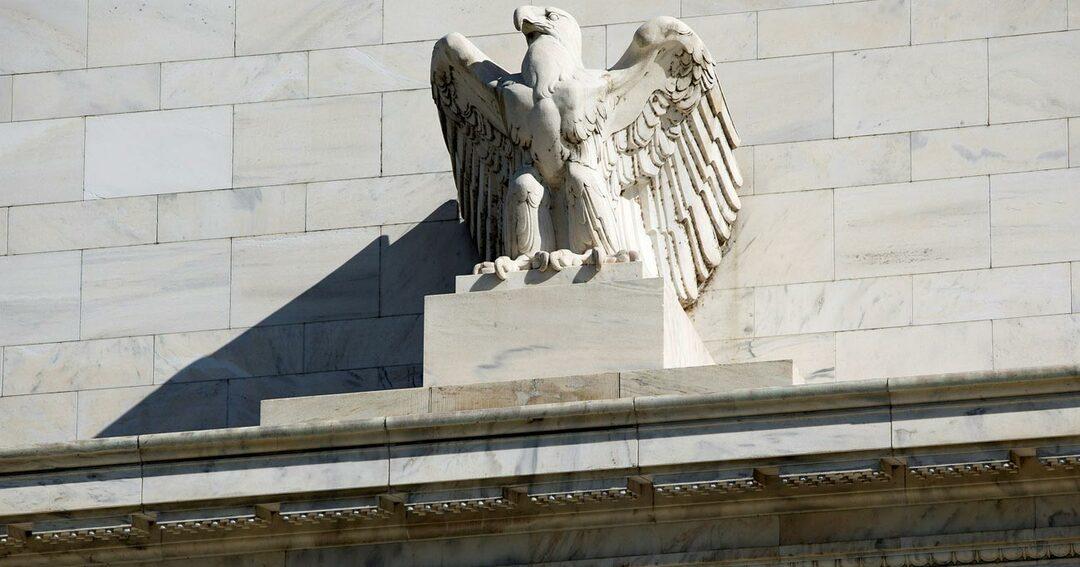 FRBの利下げ必要か、経済指標で遠のく合理性
