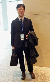 """GUの黒の""""ジャージスーツ上下""""を着た筆者"""