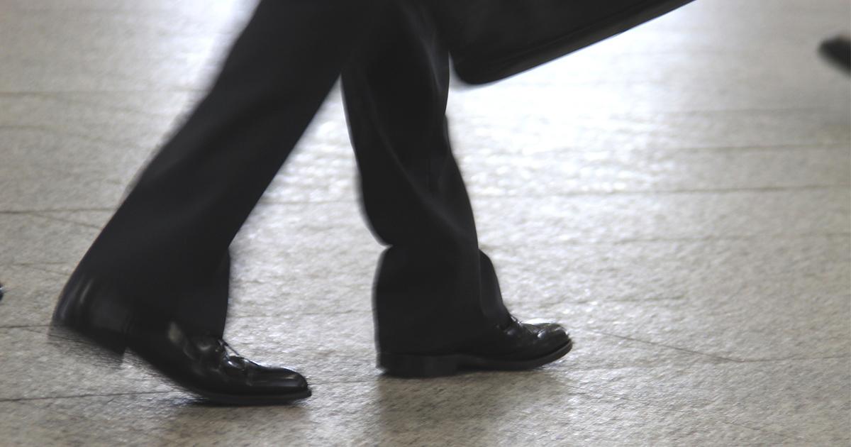 長距離通勤のビジネスマンに急増する水虫によく似た足の病気の正体