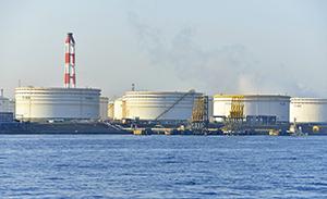 「逆オイルショック」再び!?<br />原油下落が世界経済に与えるダメージ