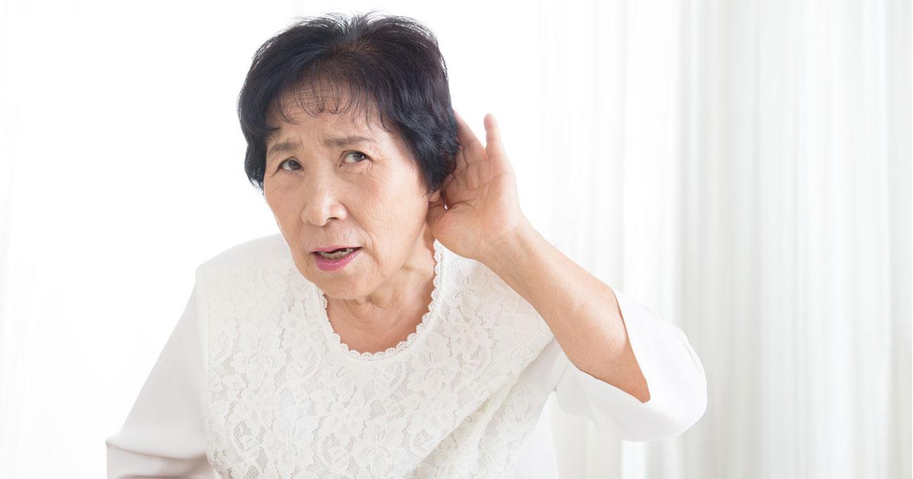 加齢性難聴で「認知症リスク」が上昇、うつ病や運動機能低下も