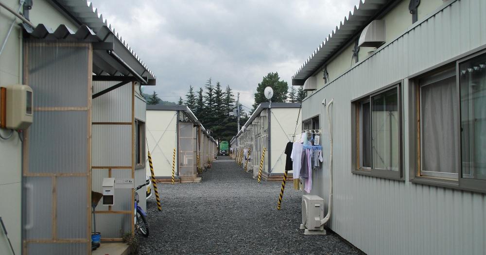 被災地の仮設住宅で引きこもってしまう人々
