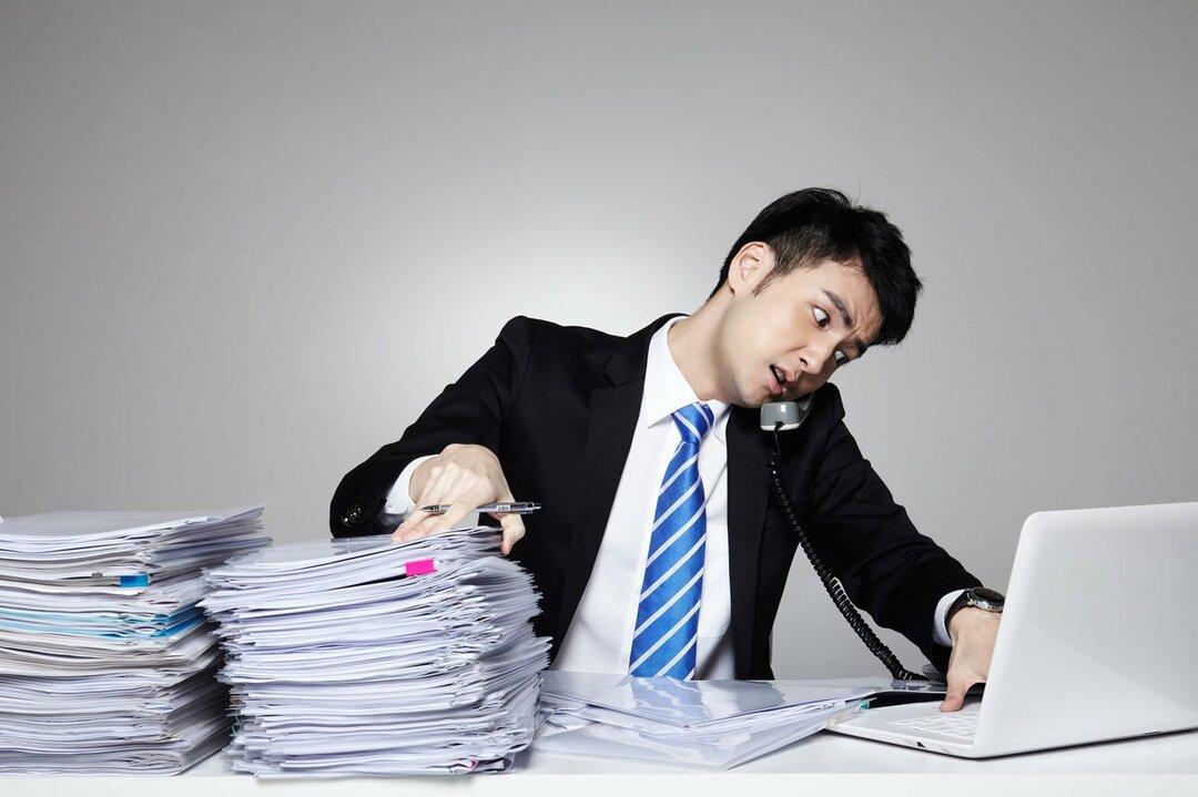 忙しいビジネスマンのイメージ