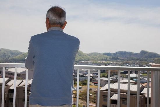 アルツハイマー病は発症の25年前から静かに進行する