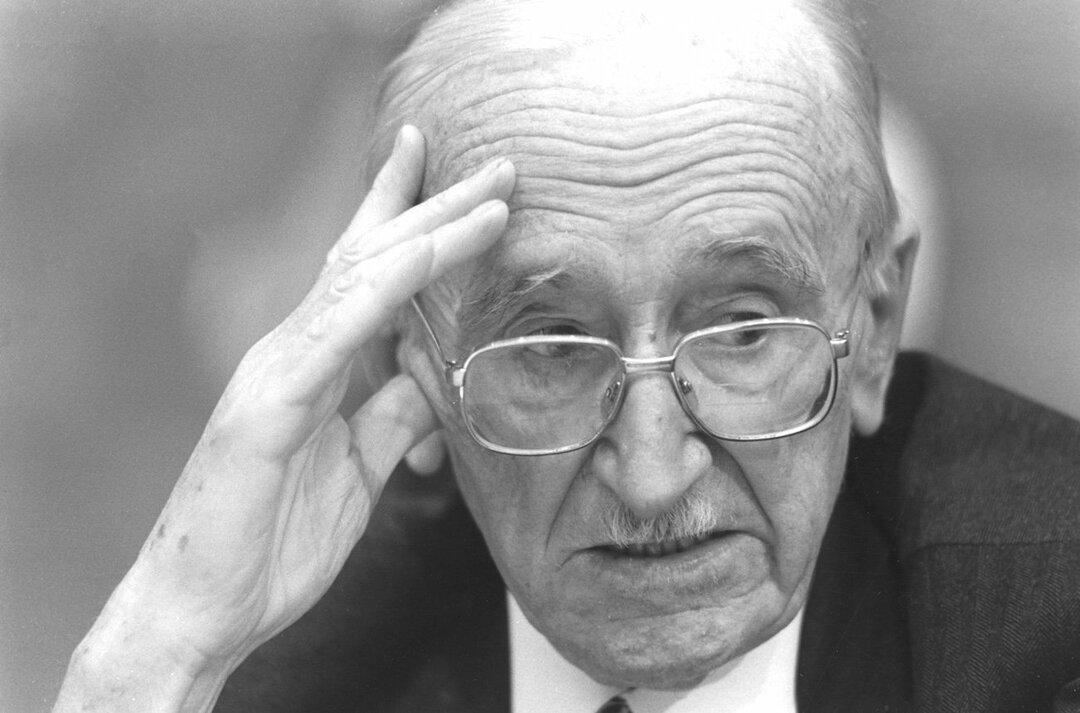 オーストリアの経済学者フリードリヒ・ハイエク