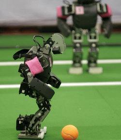 ロボットがサッカーで勝つ未来 <br />製造業からは雇用は生まれない