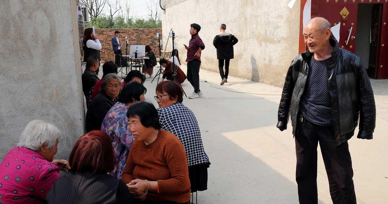 調理器具と引き換えに顔データ収集、中国で急成長の産業
