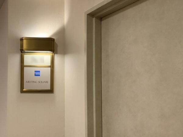 「ミーティング・スクエア」のドア