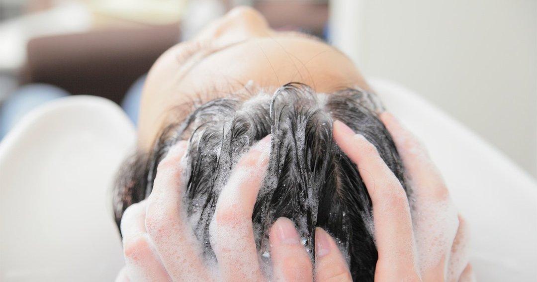 「夏の薄毛や抜け毛」を防ぐ正しいシャンプー方法とは
