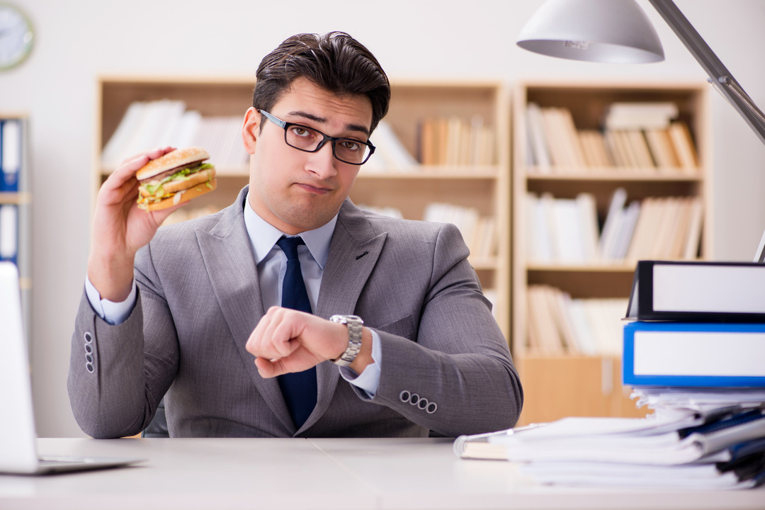 ダイエット成功のコツは、<br />食事制限より時間だった!