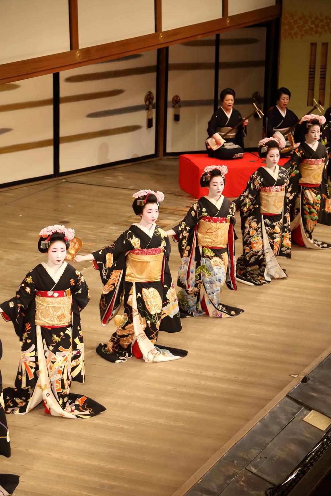 祇園の秋は温習会