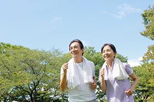 見た目年齢や歩く速度が寿命に影響!<br />データで読み解く健康情報のウソホント