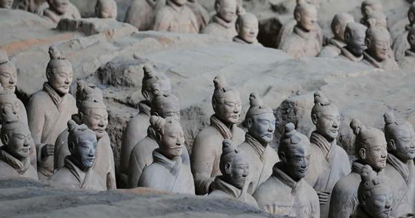 キングダムで描かれる秦の始皇帝と共に埋葬されている兵馬俑