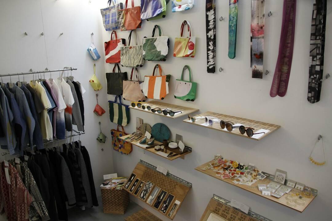 日本らしい服や雑貨を紹介する<br />「クールジャパンストア」<br />オムニチャネルを駆使して展開
