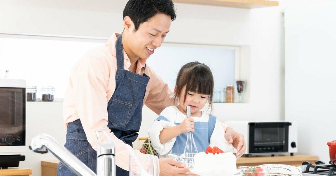 お菓子作りをする家庭が増えたので、小麦粉やホイップクリームが売れている